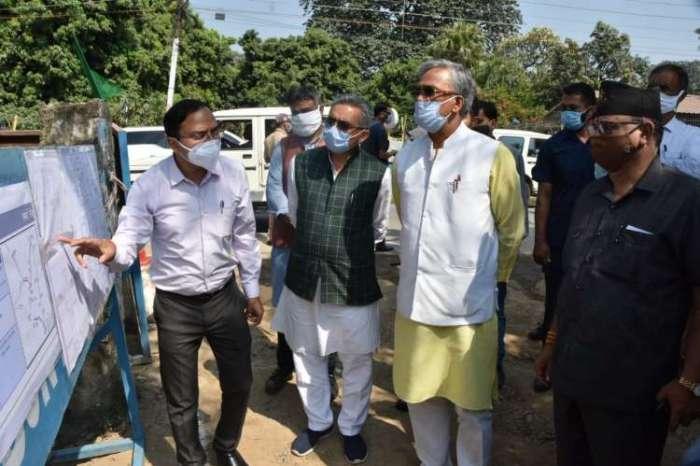सीएम त्रिवेंद्र सिंह रावत ने देहरादून स्मार्ट सिटी के कार्यों का किया निरीक्षण