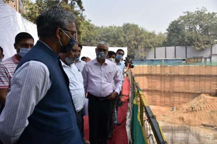 सीएम त्रिवेंद्र सिंह रावत ने किया निर्माणाधीन भवन 'उत्तराखण्ड निवास' का निरीक्षण