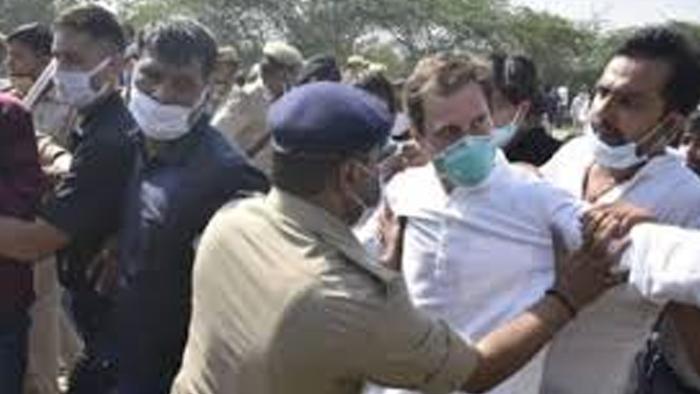 पहले रोका, फिर लाठी चार्ज और राहुल-प्रियंका हुये गिरफ्तार