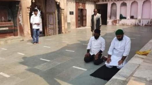 दो मुस्लिम युवको ने नंद बाबा मंदिर में पढ़ी धोखे से नमाज, हिंदू संगठनों में भारी आक्रोश