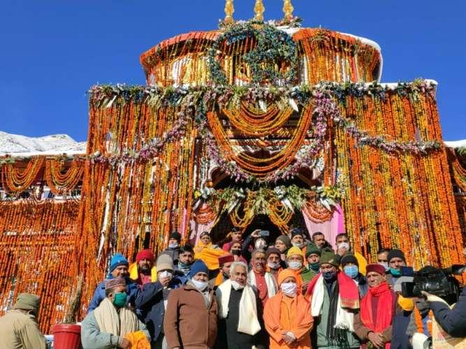 0d817c7b 1576 475f 97ed 78f842fe3869 बद्रीनाथ धाम पहुंचे सीएम योगी आदित्यनाथ ने किए भगवान बद्री विशाल के दर्शन, बताया सनातन धर्म की आस्था का केंद्र