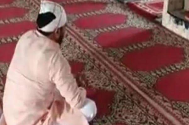 मस्जिद में हनुमान चालीसा पढ़ भाइचारें की भावना को किया व्यक्त, पुलिस ने किए मुचलके पाबंद
