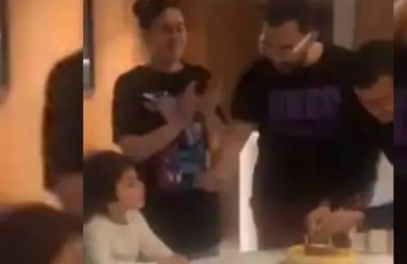 पापा के दोस्त के जन्मदिन में तैमूर ने तेज आवाज से गाया बर्थडे सॉन्ग, वीडियो सोशल मीडिया हो रहा वायरल