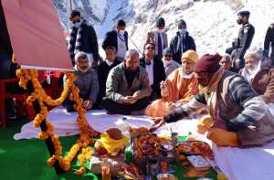 22 सीएम योगी ने किया पर्यटक आवास गृह बद्रीनाथ शिलान्यास, मुख्यमंत्री त्रिवेंद्र रहे साथ