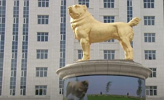जनता भोग रही गरीबी और शासक लगवा रहा पसंदीदा कुत्ते की सोने की मूर्ति