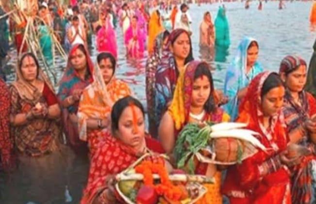 छठ पूजा को लेकर सियासत तेज, बीजेपी ने केजरीवाल के आवास के सामने किया धरना प्रदर्शन, झारखण्ड सरकार ने दी अनुमति