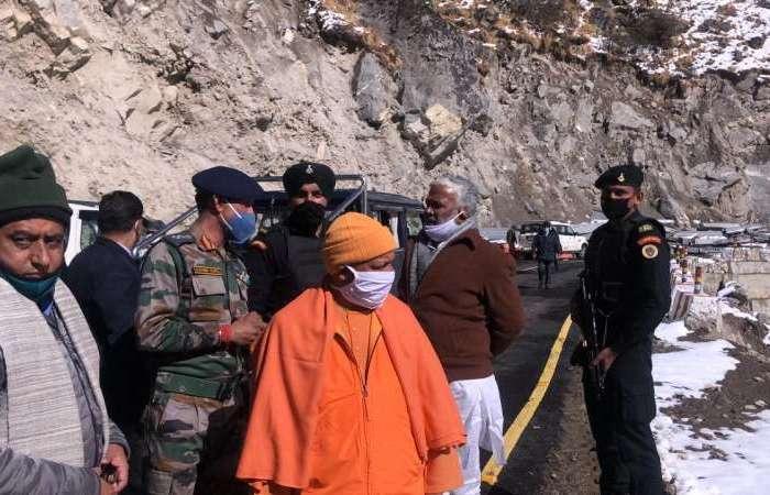भगवान बद्री विशाल के दर्शन के बाद देश के आखिरी गांव पहुंचे सीएम योगी आदित्यनाथ, आईटीबीपी के जवानों से की मुलाकात