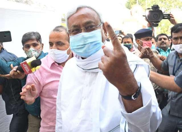 बिहार विधानसभा चुनाव कड़ी सुरक्षा व्यवस्था के बीच मतदान का कार्य प्रारंभ
