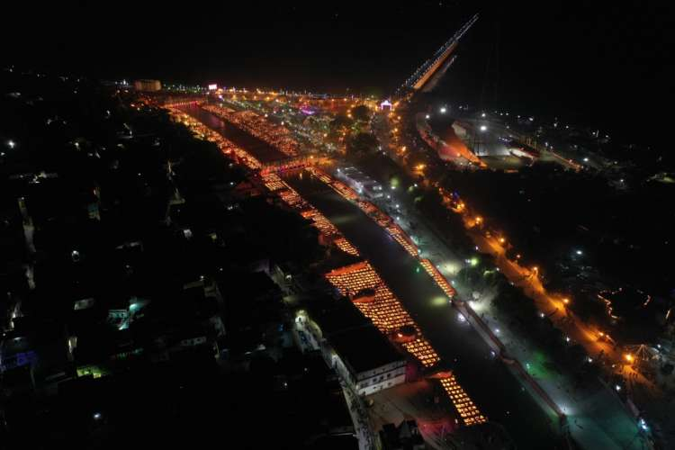 WhatsApp Image 2020 11 13 at 8.50.54 PM 1 Gallery: 5.84 लाख दीयो से जगमगाया अयोध्या