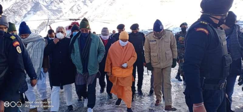 WhatsApp Image 2020 11 17 at 10.59.12 मुख्यमंत्री योगी पहुंचे बद्रीनाथ धाम, बद्री विशाल के किए दर्शन