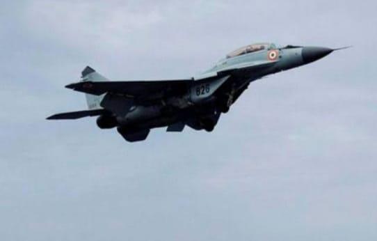 a27cecc0 87c2 4c2d bf48 1cbe31bb2a6f अरब सागर में हुआ भीषण हादसा, MiG-29K क्रेस होने से एक पायलट लापता