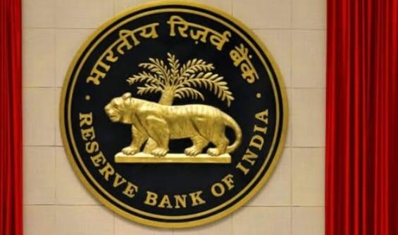 24 घंटे में दो बैंकों पर चला RBI का चाबूक, इन निर्देशों के साथ लगाई बैंको पर पाबंदी