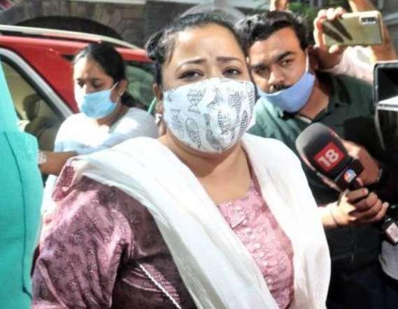 पति के साथ 4 दिसंबर तक न्यायिक हिरासत में 'कॉमेडी क्वीन'
