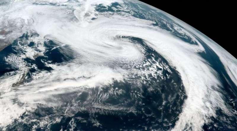 cyclone कल आएगा 'बुरेवी', केरल और तमिलनाडु के तटीय इलाकों में अलर्ट जारी
