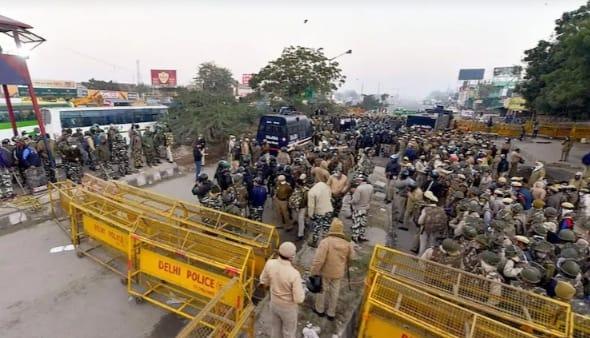 e2390679 6236 4149 ae30 c507e285223e दिल्ली पुलिस ने 9 स्टेडियमों को अस्थायी जेल में बदलने की मांगी अनुमति, किसान प्रदर्शनकारी ने कहा- हम क्या चीन और पाकिस्तान से आए हैं