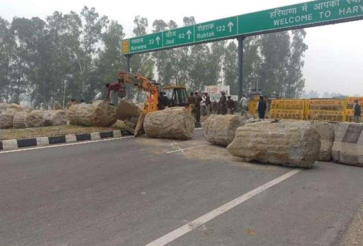 haryana border किसानों के प्रोटेस्ट से बवाल, कहीं आंसू गैस के गोले तो कहीं पानी की बौछार