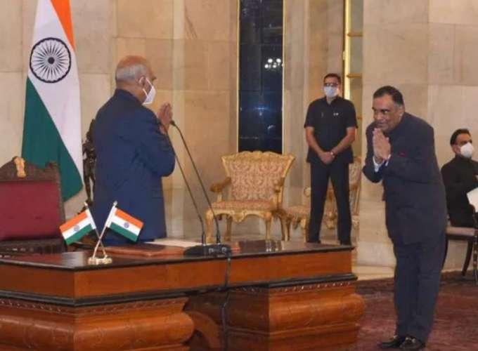 Yashvardhan Kumar Sinha becomes new CIC