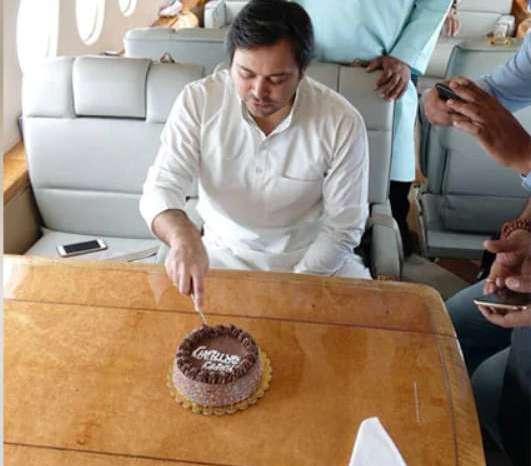 HAPPY BIRTHDAY तेजस्वी यादव, क्या मिलेंगा तेजस्वी को CM की कुर्सी का तोहफा?