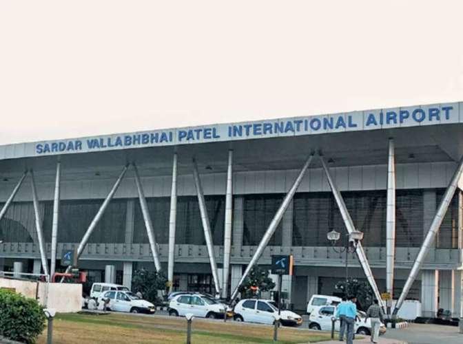terminal अहमदाबाद एयपोर्ट पर खूब हुआ हंगामा जब पुलिस अधिकारी ने एयरपोर्ट स्टाफ को जड़ा थप्पड़