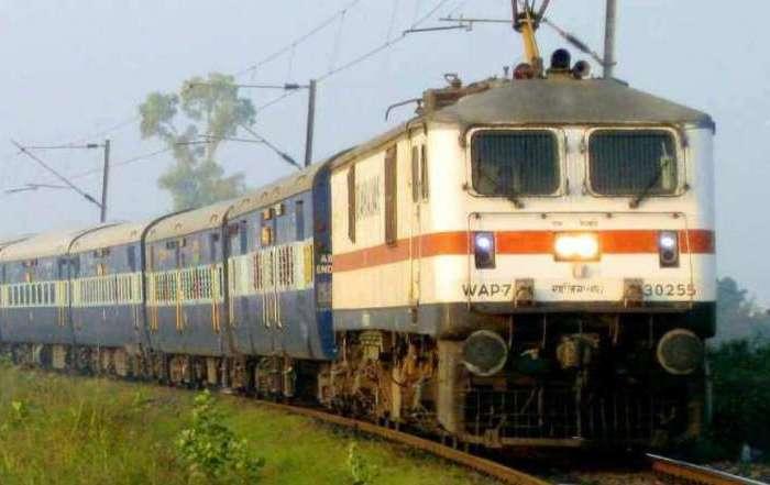 आज से 13 स्पेशल ट्रेनों की रिजर्वेशन शुरू, यहां पढ़ें पूरी जानकारी