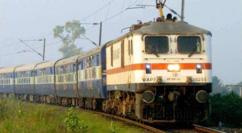 train किसान आंदोलन के चलते कई ट्रेनें रद्द, देखें लिस्ट