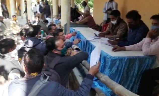 निकाय चुनाव के लिए मतदान दलों को किया गया रवाना, धौलपुर नगर परिषद में 60 वार्ड में कराए जाएंगे चुनाव