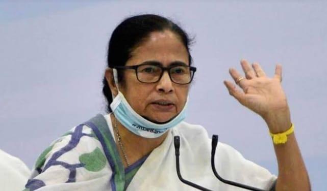 सीएम ममता बनर्जी ने रैली के दौरान भाजपा पर साधा निशाना, गृहमंत्री को खाना खिलाने वाले बासुदेव दास हुए शामिल