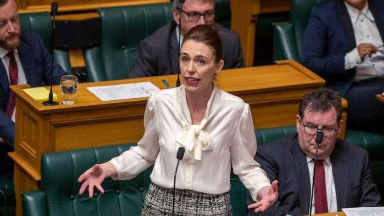 Jacinda Ardern न्यूजीलैंड ने की जलवायु आपातकाल की घोषणा, 2025 तक कार्बन उत्सर्जन तटस्थ करने का किया वादा