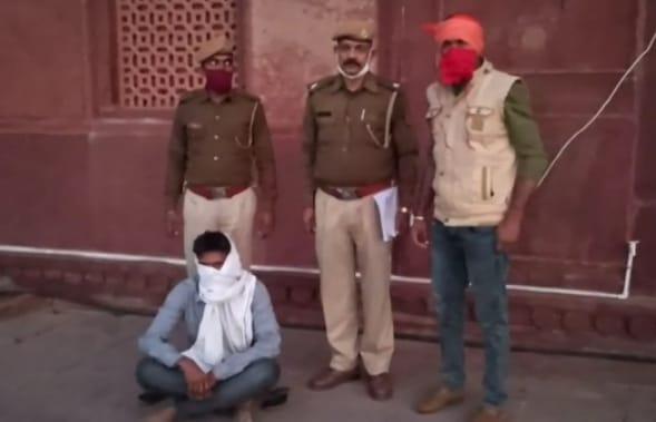 b6f3241d 0a40 4af5 b90d 557f388d842d अधिकारी से मारपीट के आरोपी को पुलिस ने किया गिरफ्तार, अवैध रूप से सेंड स्टोन से भरा ट्रक किया जब्त