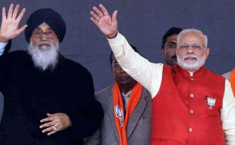 badal and modi भारत बंद के बीच पीएम मोदी ने किया प्रकाश सिंह बादल को फोन, कही ये बात
