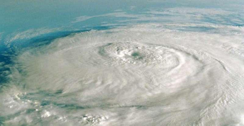 cyclone आज तमिलनाडु और केरल तट को पार करेगा 'बुरेवी', तिरुवनंतपुरम एयरपोर्ट किया गया बंद