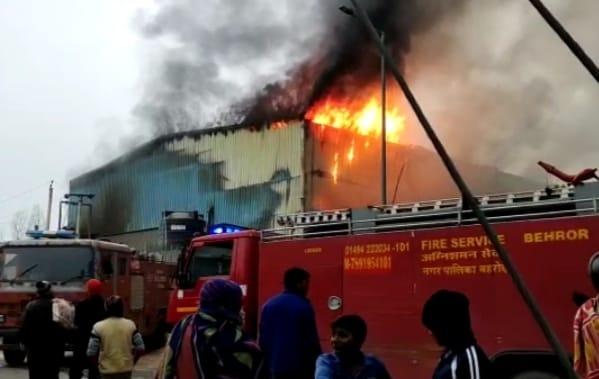 d4ab10ae 4508 4bea 8517 3f216b76c615 कंपनी को स्टार्ट करते समय फायर से लगी आग, दमकल गाड़ियों ने लगभग 4 घण्टे में पाया आग पर काबू