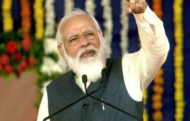कच्छ पहुंचे पीएम नरेंद्र मोदी ने विपक्ष पर साधा निशाना, कहा- विरोध करने वाले किसानों को गुमराह कर रहे