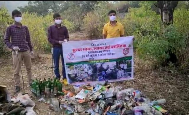 प्लास्टिक का पर्यावरण पर रहा बुरा प्रभाव, शबरी वन में छात्र दक्ष कोरी ने चलाया प्लास्टिक मुक्त अभियान