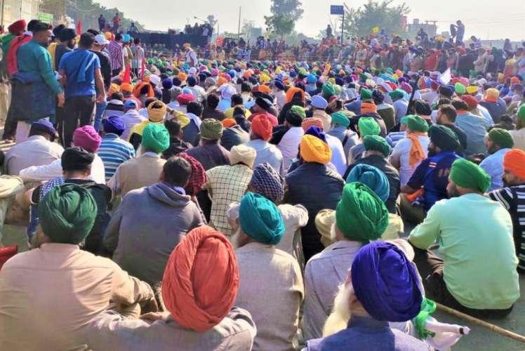 farmers किसानों और सरकार की बातचीत जारी, किसानों ने सौंपी मांगों की लिस्ट
