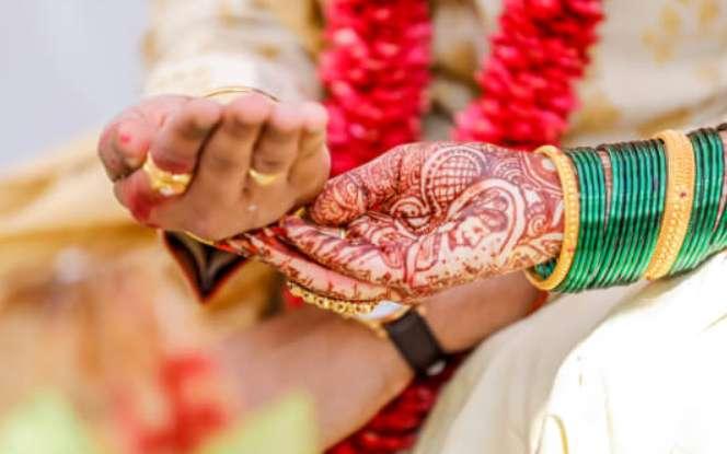 जानें साल 2021 में कब-कब है विवाह का शुभ मुहूर्त, इन तारीखों पर करेंगे शादी तो नहीं आएगा कोई विघ्न !