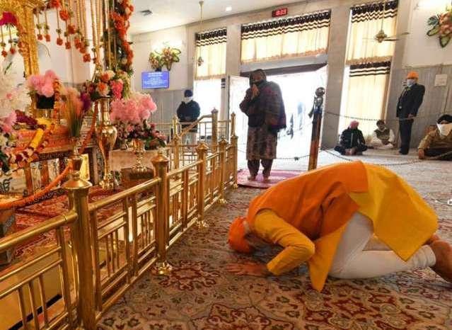 गुरुद्वारा रकाब गंज पहुंचे पीएम मोदी, किया गुरु श्री तेग बहादुर जी को नमन