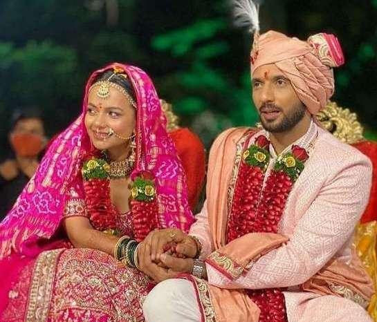 निधि मूनी के हुए पुनीत पाठक, लोनावला में रचाई शादी, देखें तस्वीरें