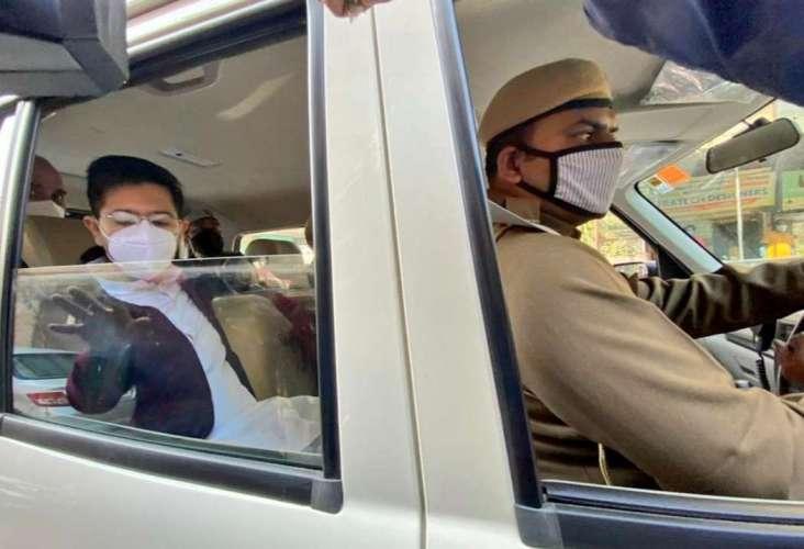 raghav chadha दिल्ली पुलिस ने 'आप' विधायकों को किया गिरफ्तार, प्रदर्शन करने जा रहे थे अमित शाह के घर